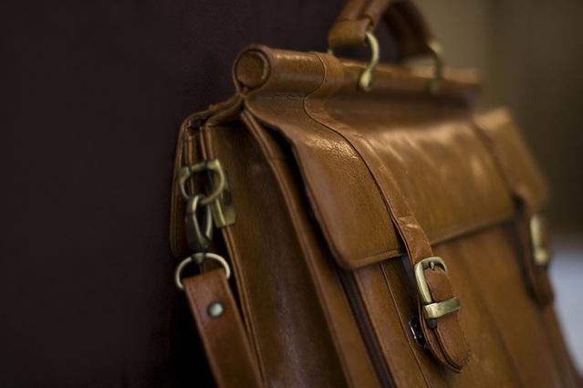briefcase-1236650-639x424